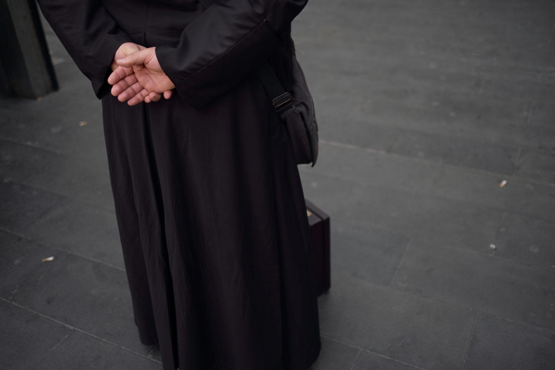 L'attesa del prete #583
